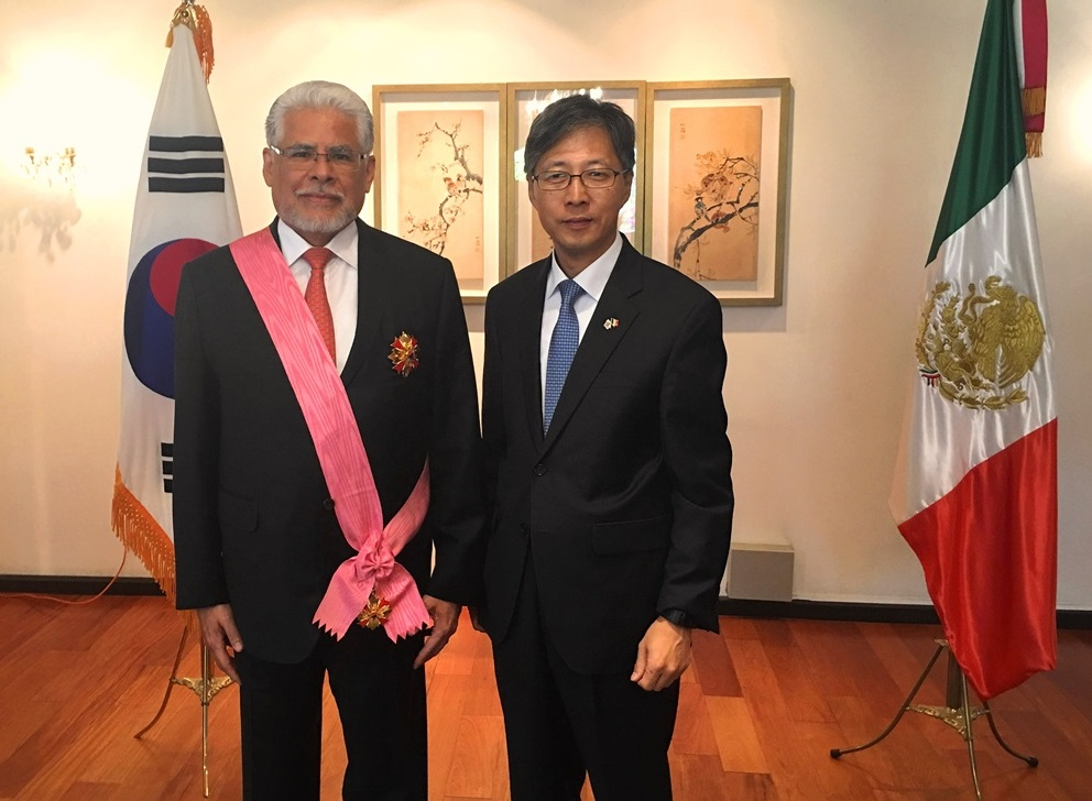 Korea Honors Former Mexican Ambassador to Seoul