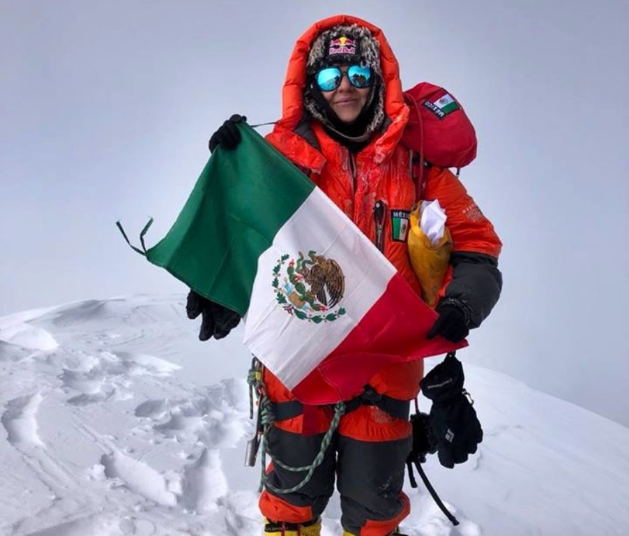 Mexican Woman Scales K2
