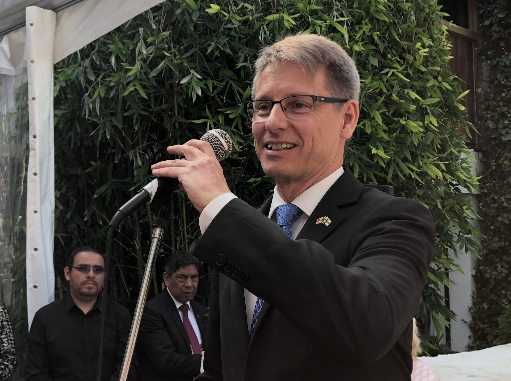 Finnish Envoy Outstretches Hand to New Mexican Administration