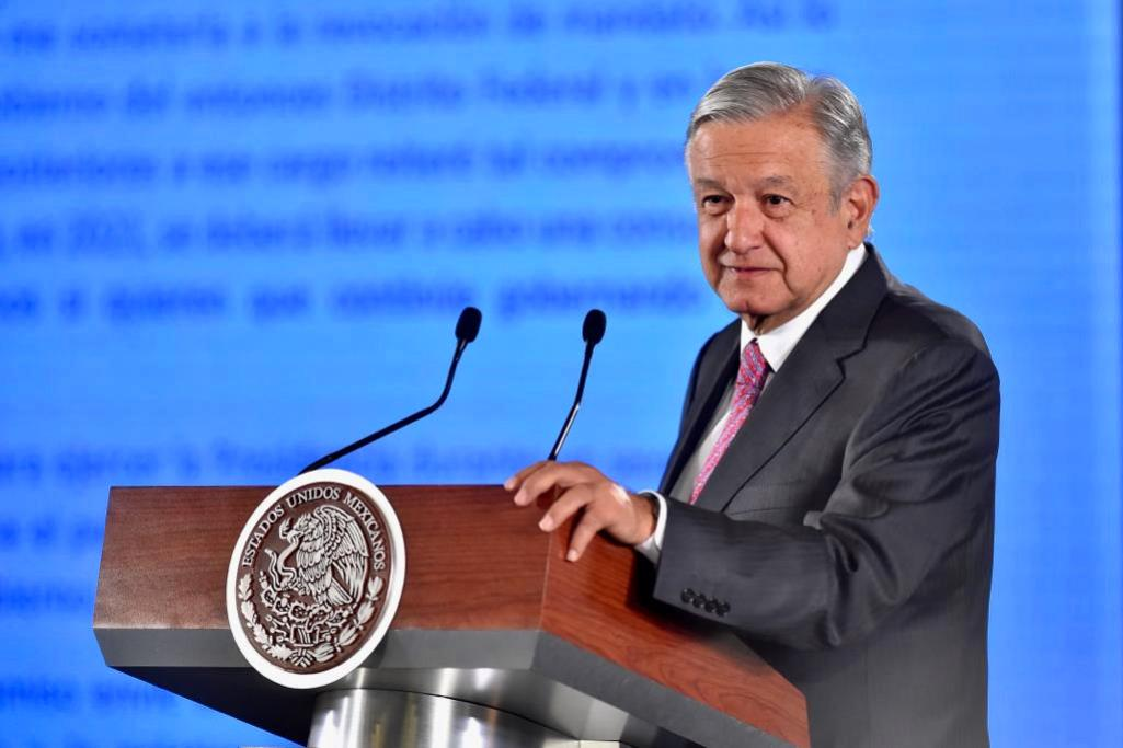 AMLO Signs Notarized No-Reelection Pledge